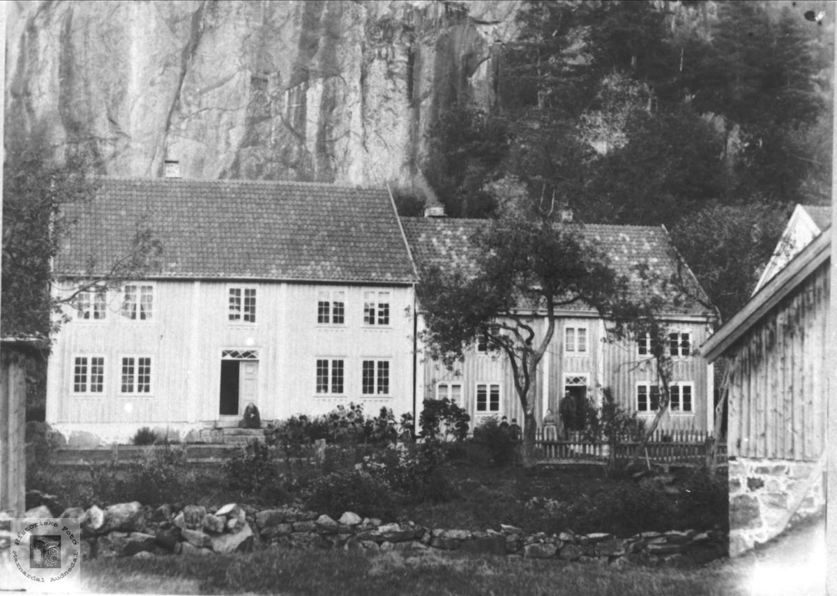 Gardstun på Heddeland, Øyslebø.