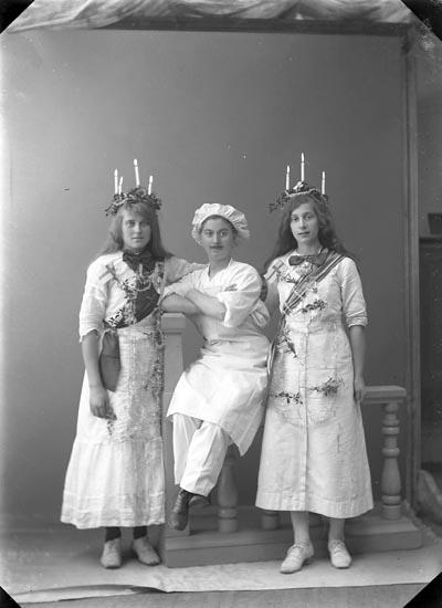 """""""Olsson, Linnea Konditoriet Lucia"""" enligt fotografens journal nr 2 1909-1915."""
