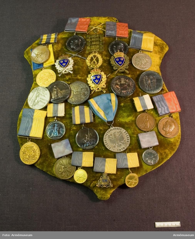 Grupp: M II. Göteborgs Skyttegilles Medalj D.21/1 1889. Placerad på sköld klädd med sammet  tillsammans med AM.085881-906.