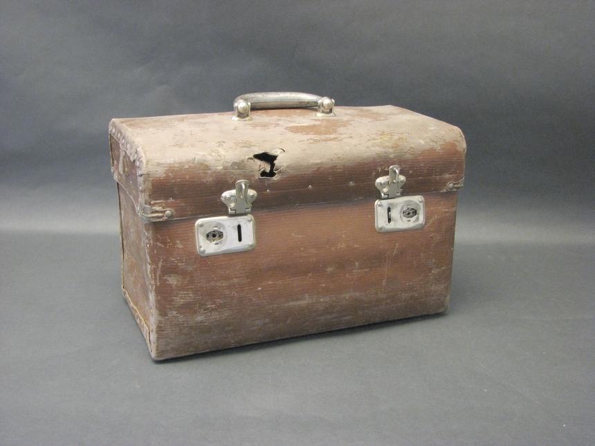 """""""Unica-box"""", förvarings- eller transportlåda tillverkade av pressad papp."""