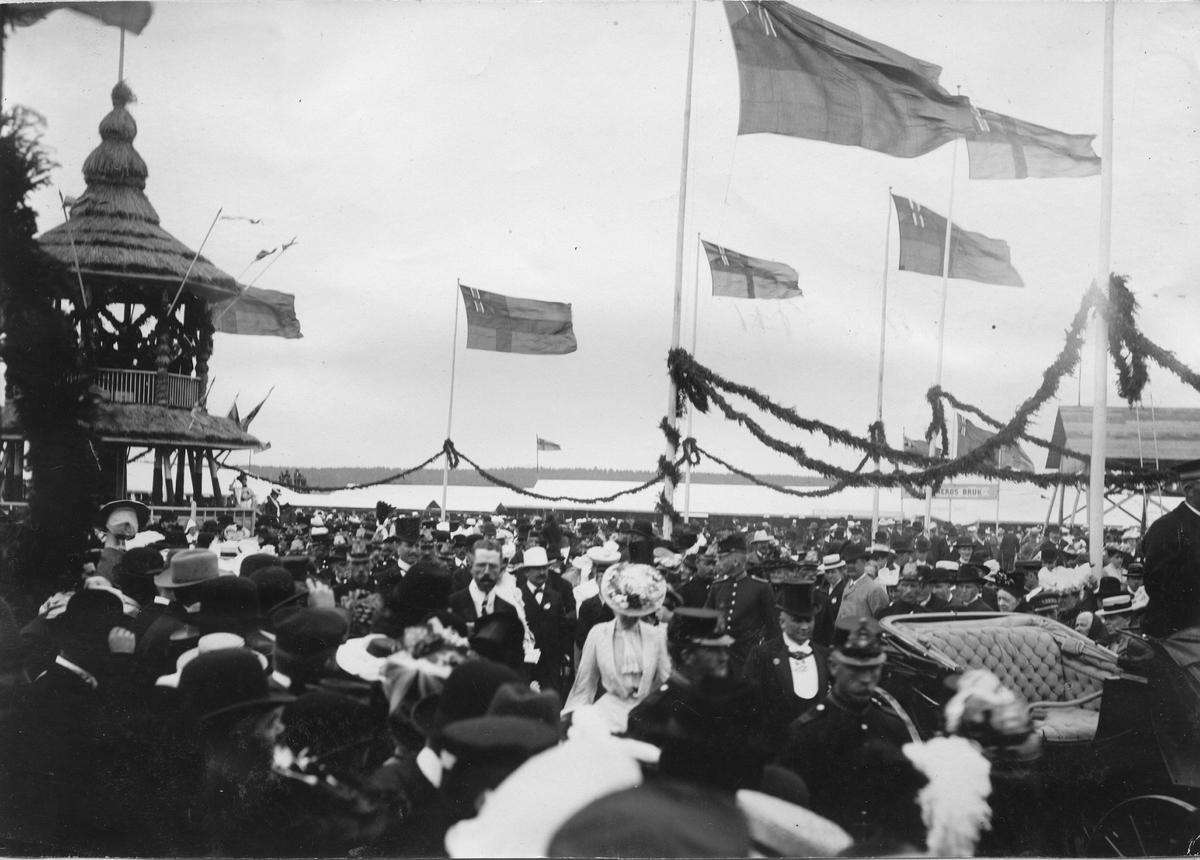 Kronprinser, Gustaf VI Adolf, inviger Industri- och Lantbruksutställningen i Karlstad 1903. Bild från tidskriften Hemmets bildmaterial.
