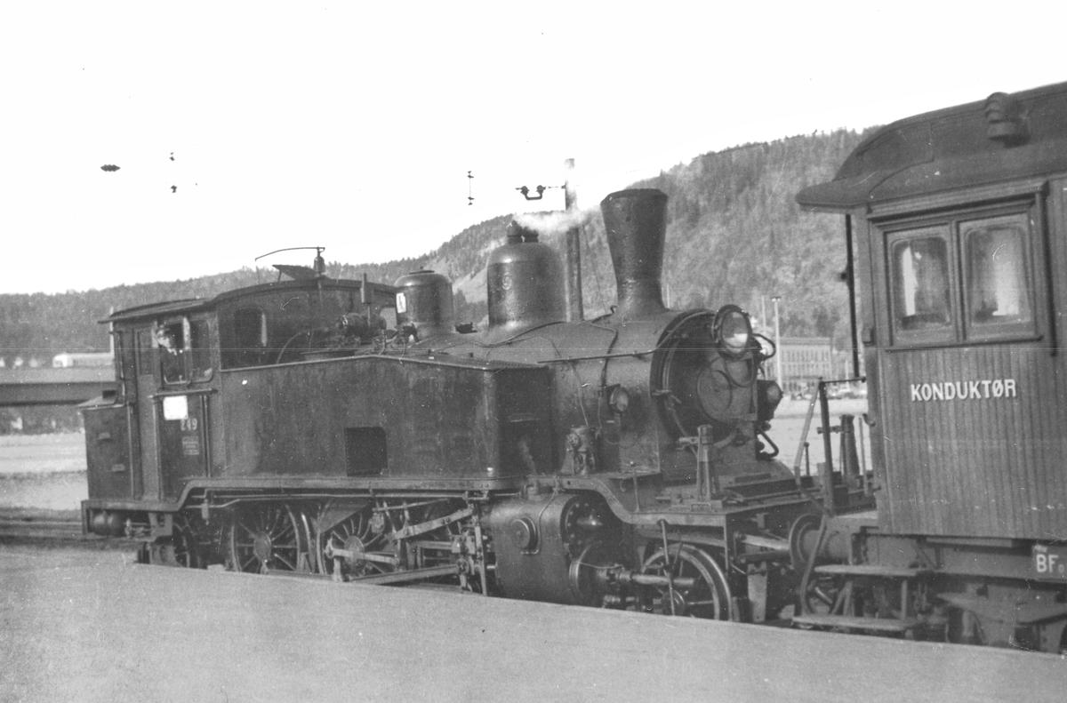 Skifting med damplokomotiv 20b 249 på Drammen stasjon.