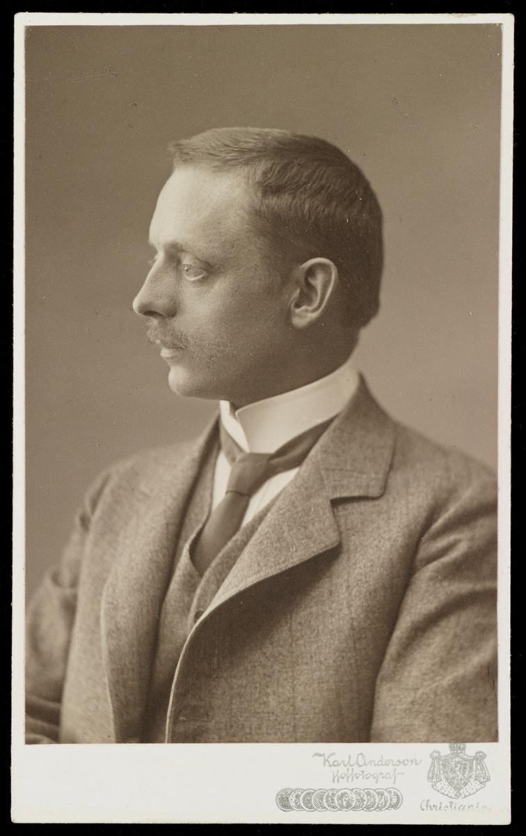 Portrett av Dr. Theodor Christian Brun Frölich.