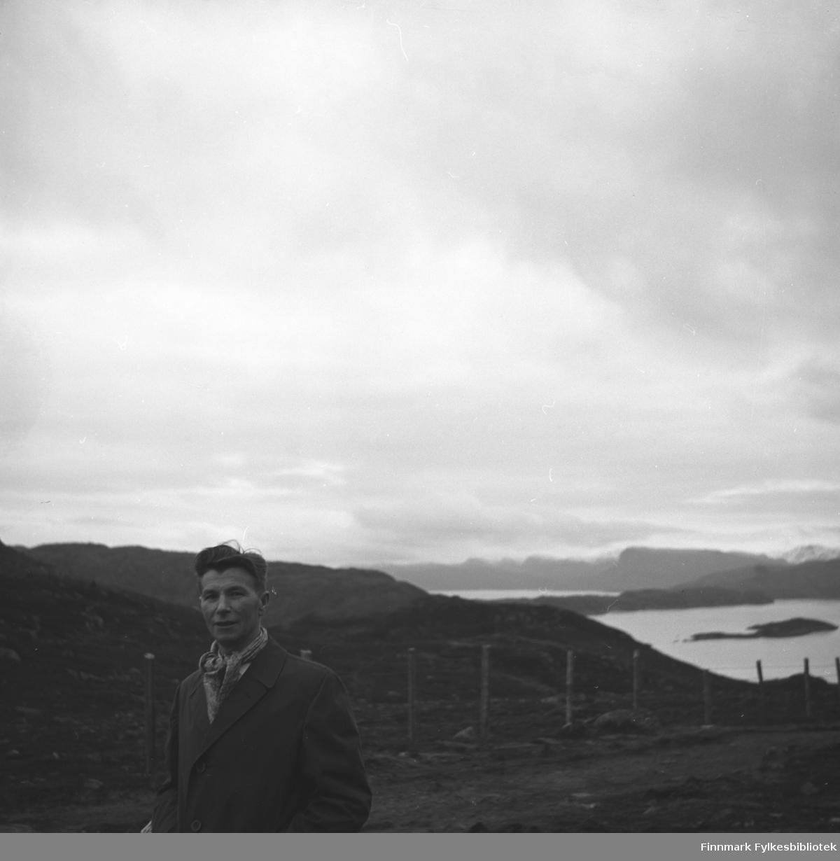Eino Drannem fotografert på fjellet, muligens i nærheten av Hammerfest.