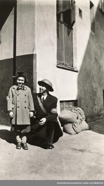 Ole M. Engelsens fotografier fra okkupasjonsårene i Oslo..Sivilt hjelpepoliti. Oslo 1940.