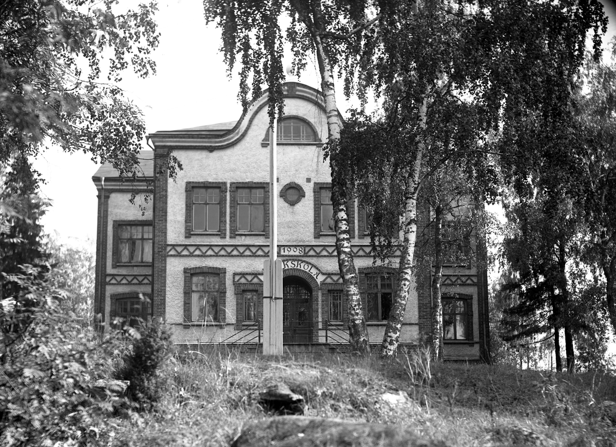 Värmlandsvy: Folkskolan i Slottsbron.
