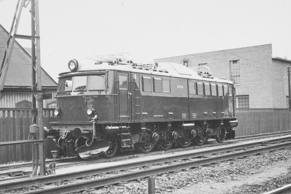 NSBs elektriske lokomotiv El 8 2054 ved leveransen 25.5.1940 fra Thunes Mek. Verksted..