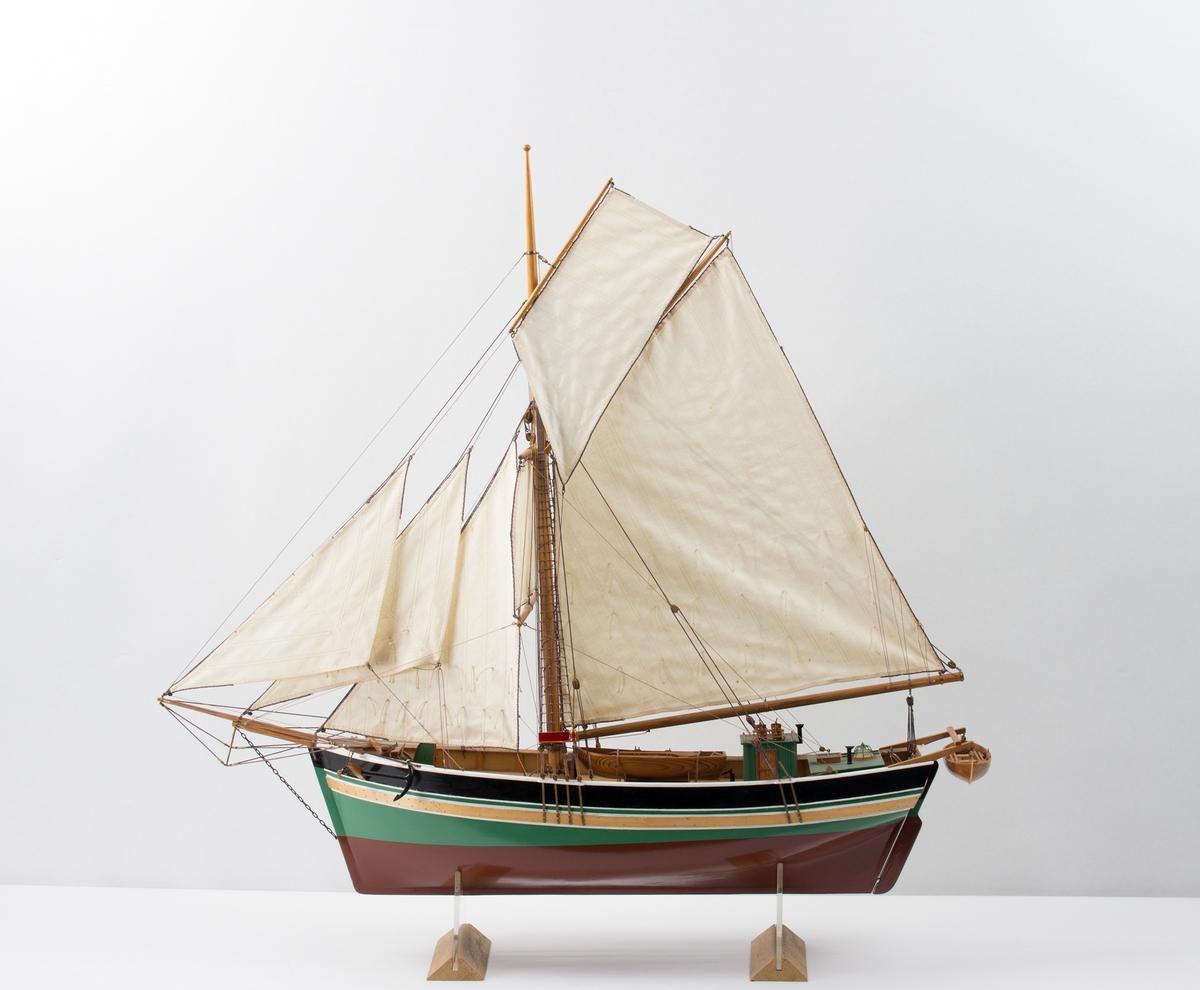 Rigget helmodell bygget i  Rosendal av ukjent hardangerjakt.
