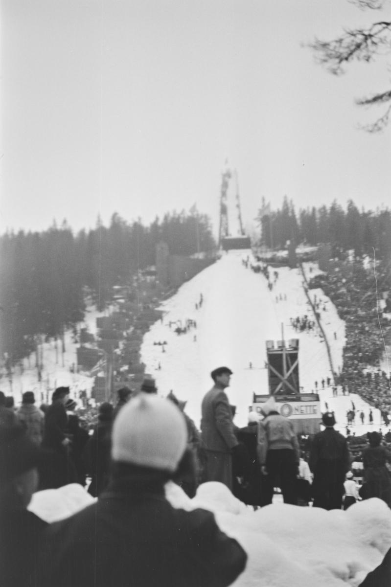 Holmenkollrennet 1939. Utsikt fra Gratishaugen mot Holmenkolbakken
