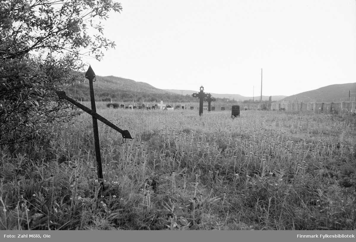 April 1968. Polmak. Kirkegård, fotografert av Ole Zahl Mölö.
