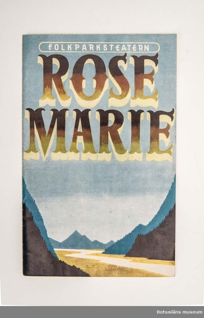 """Tryckt teaterprogram, Folkparksteatern """"Rose-Marie"""", 1958 . Flerfärgat omslag och inlaga 20 sidor sv/v med presentation av föreställningen och den aktuella uppsättningen med dess medverkande, ibland med fotografier. Annonser."""