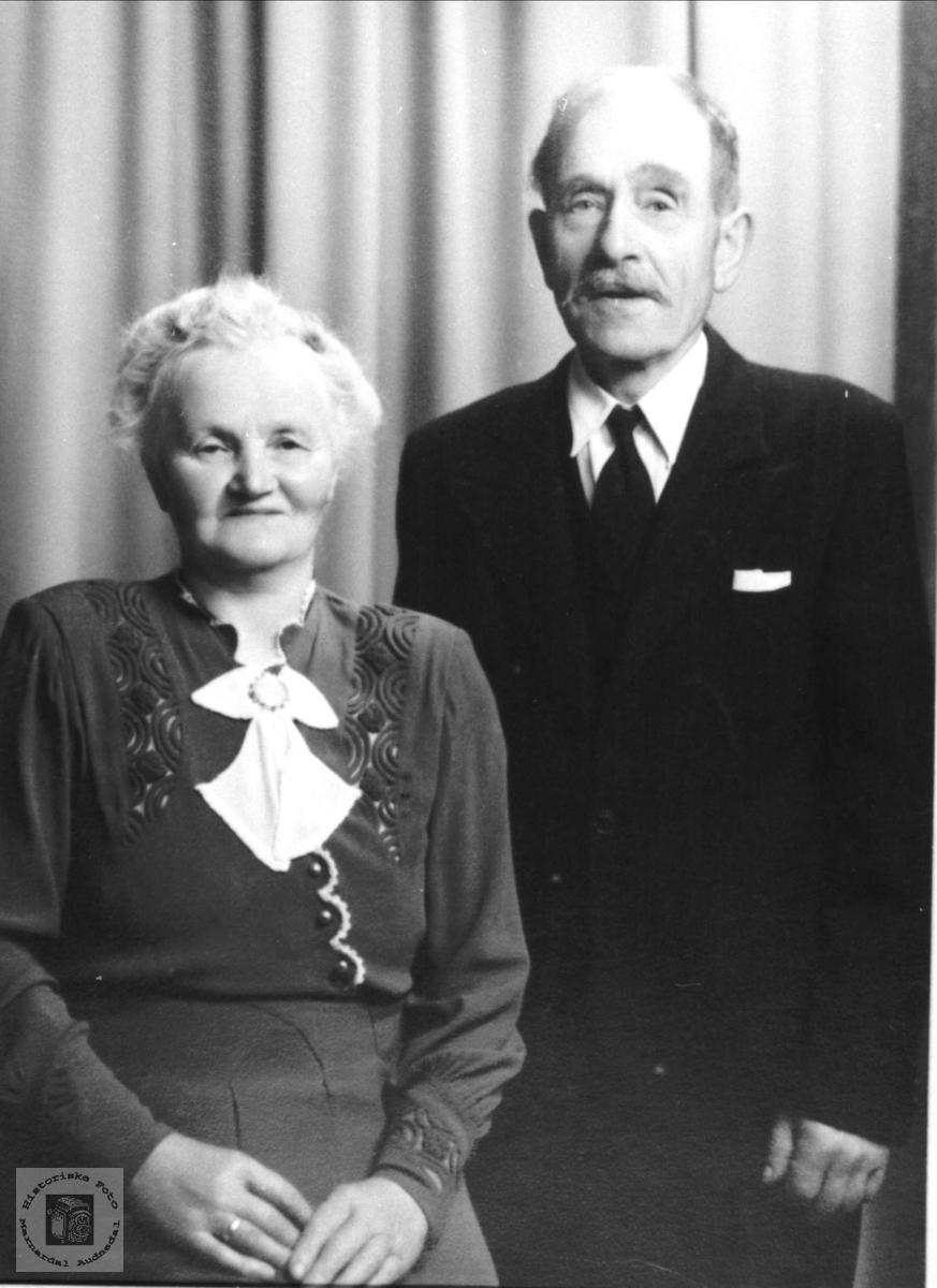 Ekteparet Ragna og Anders Ramsland, Øyslebø. Anders og Ragna hadde 9 barn. Ny informasjon februar 2020: Også foreldrene til Arne, Bertel, Erling og Margit.