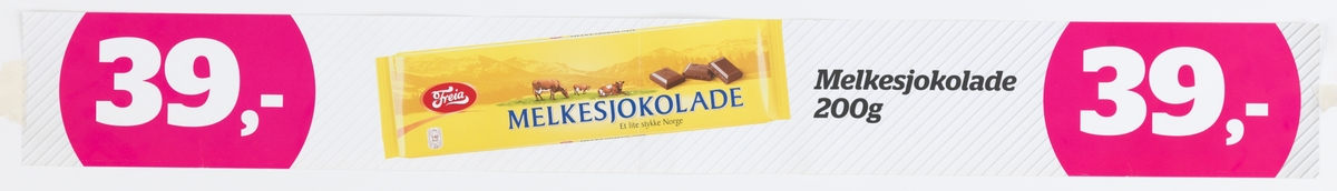 """På plakaten er et et fotografi av en Freia melkesjokolade. Det står """"Melkesjokolade Et lite stykke Norge"""" og det er bilde av tre beitende kuer i et landskap med fjell og tre stykker sjokolade. Logoen til Freia er plassert til venstre."""