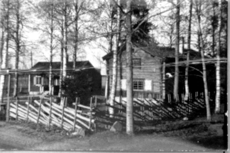 Thure Elgåsen. f. 1910. d. 6/9-1985. Tivedenkännare, konsthantverkare, scoutledare och hembygdsföreningsman.I övrigt se personarkiv i Västergötlands museum,Skara.
