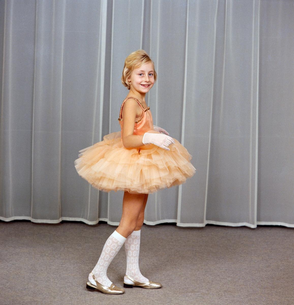 Studiofoto av liten ballettdanser