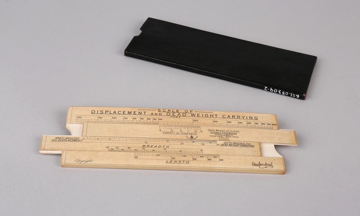 Omregningsstav for beregning av deplacement og dødvekt på skip. Ligger i sort etui.
