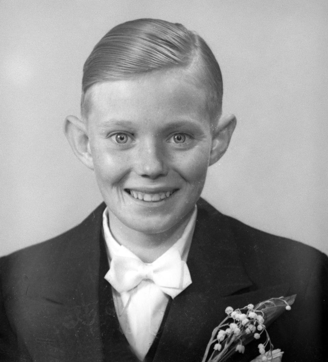 Konfirmanden Vallin. Foto i maj 1940.