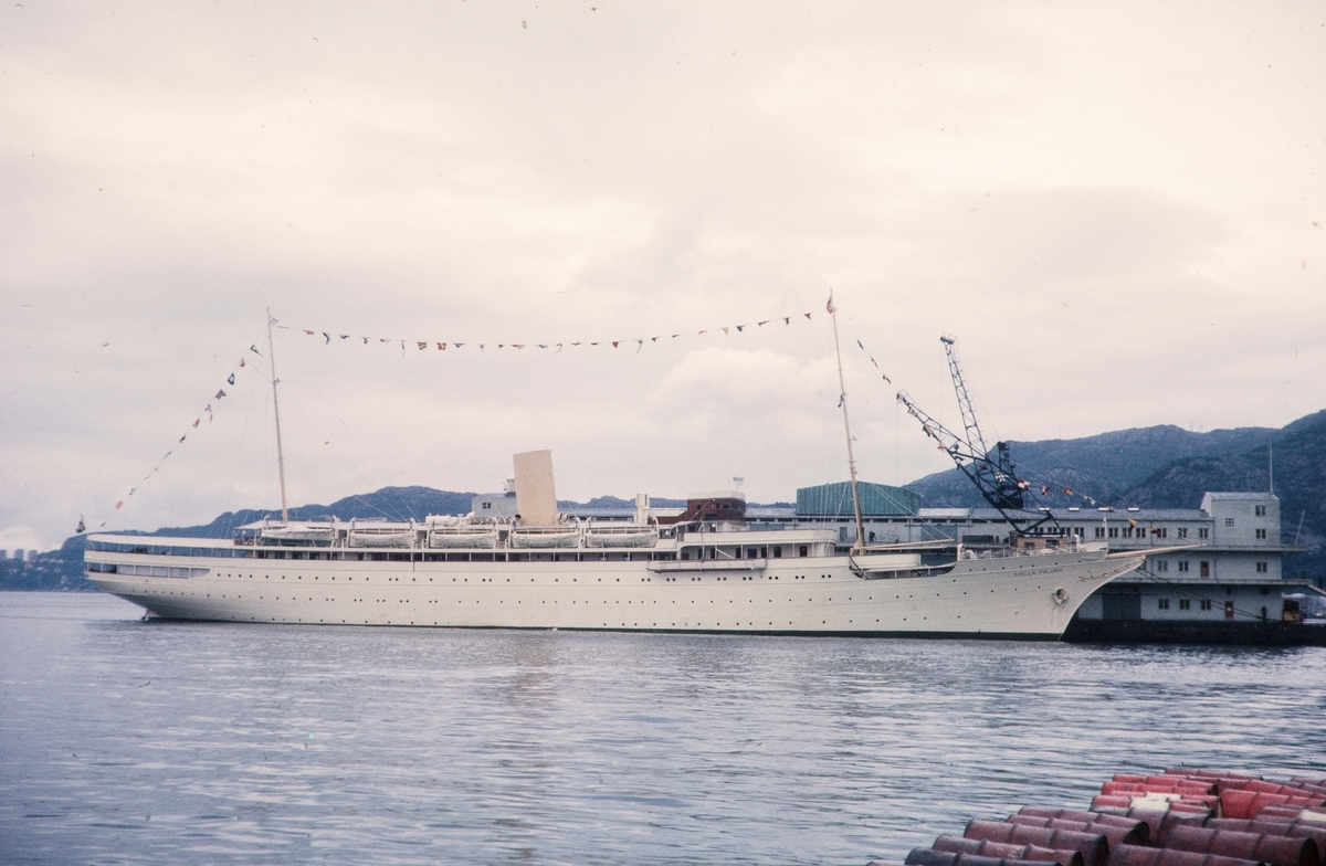 MY Stella Polaris ved kai i Bergen.