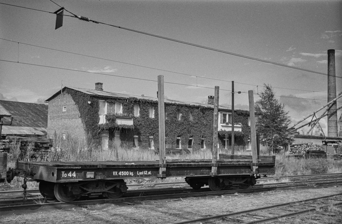 Hensatt godsvogn på Sørumsand etter nedleggelsen.