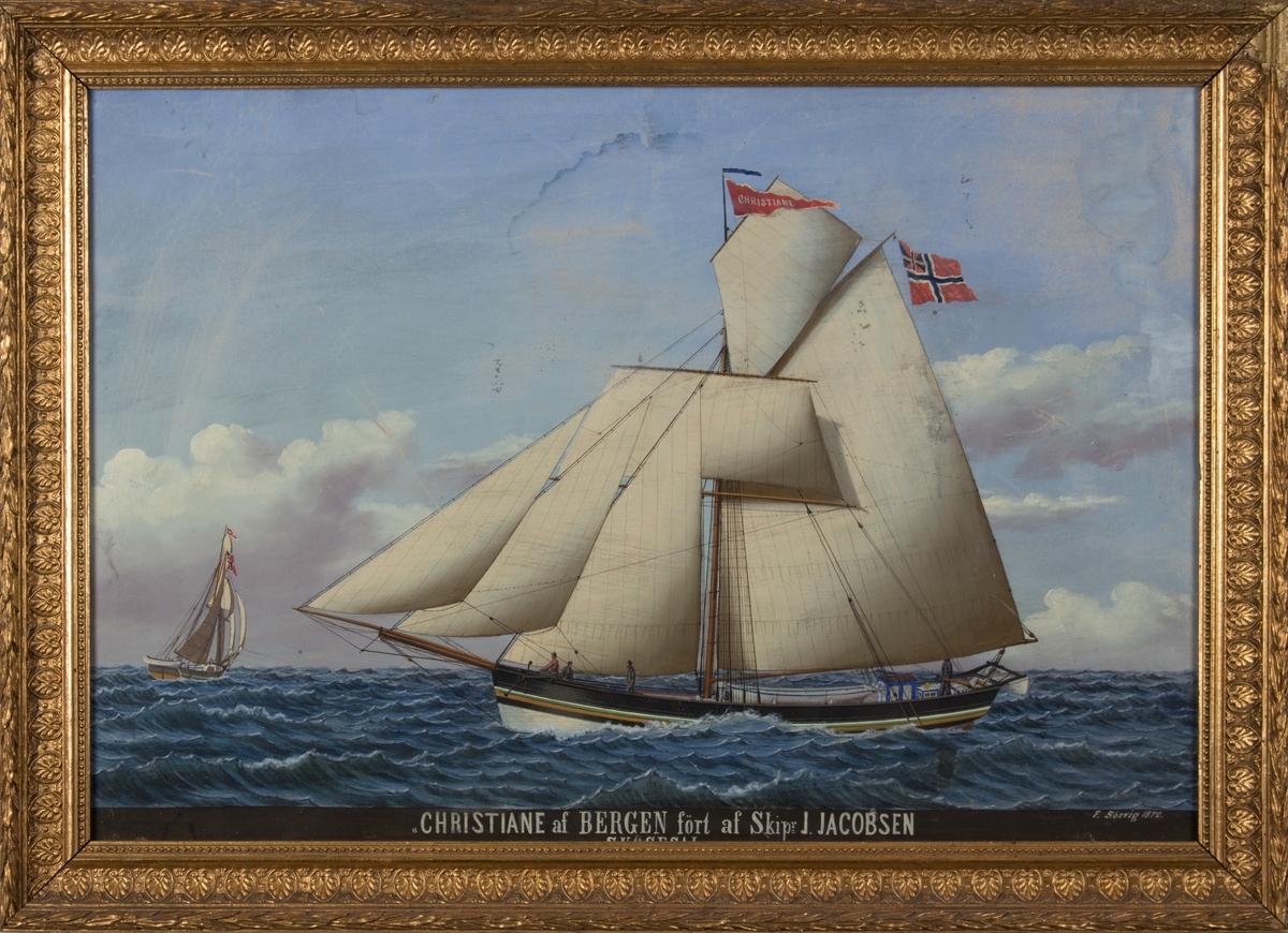 Skipsportrett av jakt CHRISTIANE på åpent hav. Samme fartøy sees også sett fra akter til venstre i motivet. Fire mann på dekk.