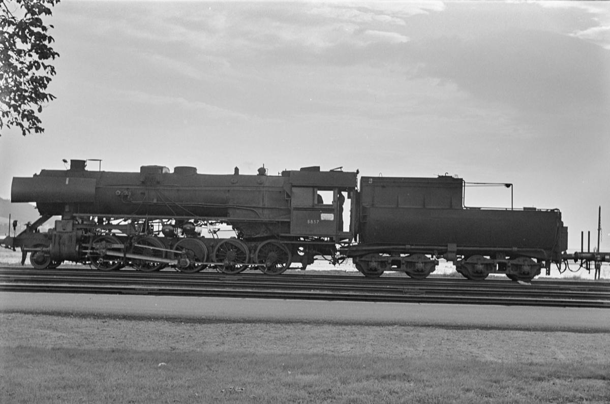 Damplokomotiv type 63a nr. 5857 på Hommelvik stasjon.