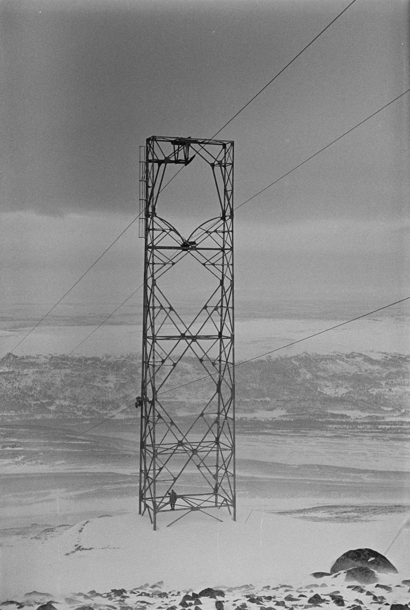Mast nr. 21 på taubanen til forsvarets radaranlegg på Hummelfjell ved Os i Østerdalen.