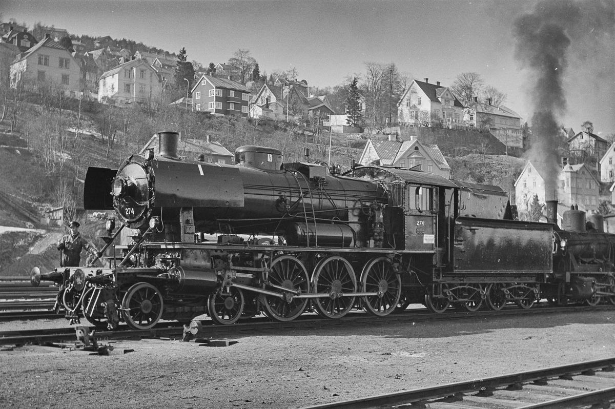 Damplokomotiv type 30a nr. 274, nyrevidert på Trondheim stasjon.