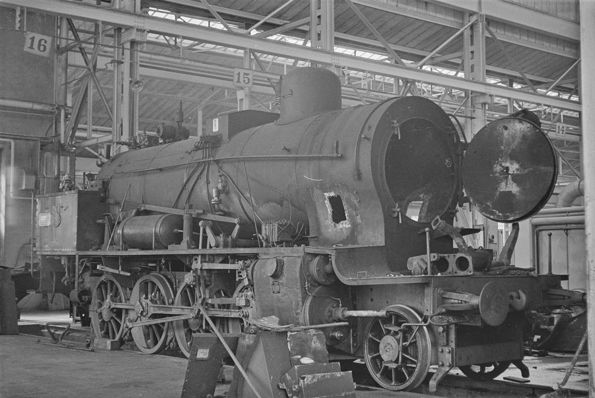 Damplokomotiv type 24b nr. 264 under revisjon på NSBs verksted på Marienborg ved Trondheim.