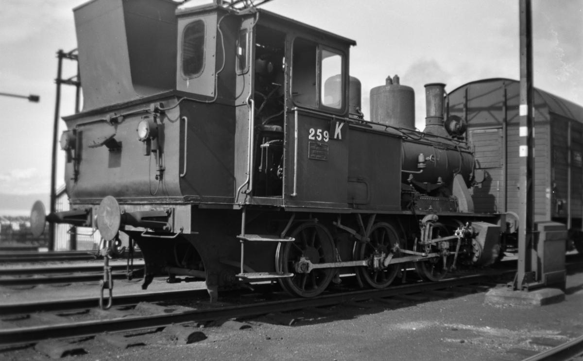 Damplokomotiv type 25a nr. 259 i skiftetjeneste på Trondheim stasjon.