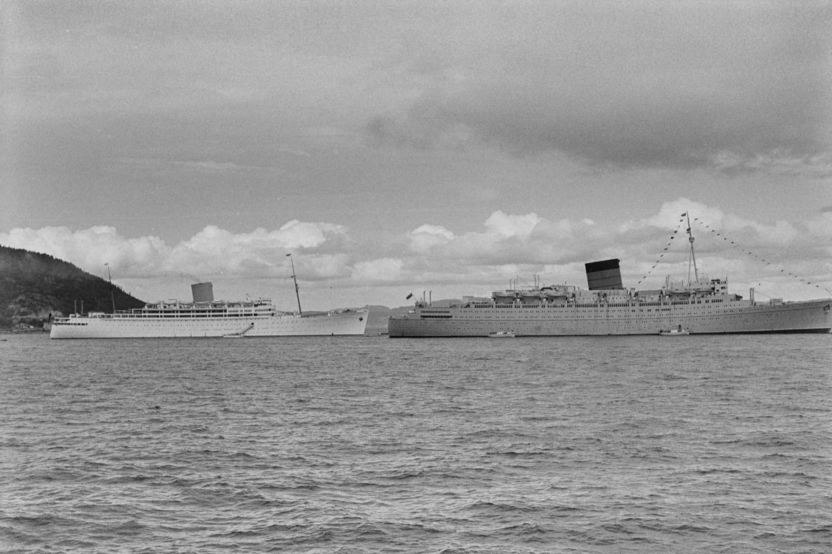 Cruiseskipene RMS Caronia og RMS Andes i Trondheimsfjorden.