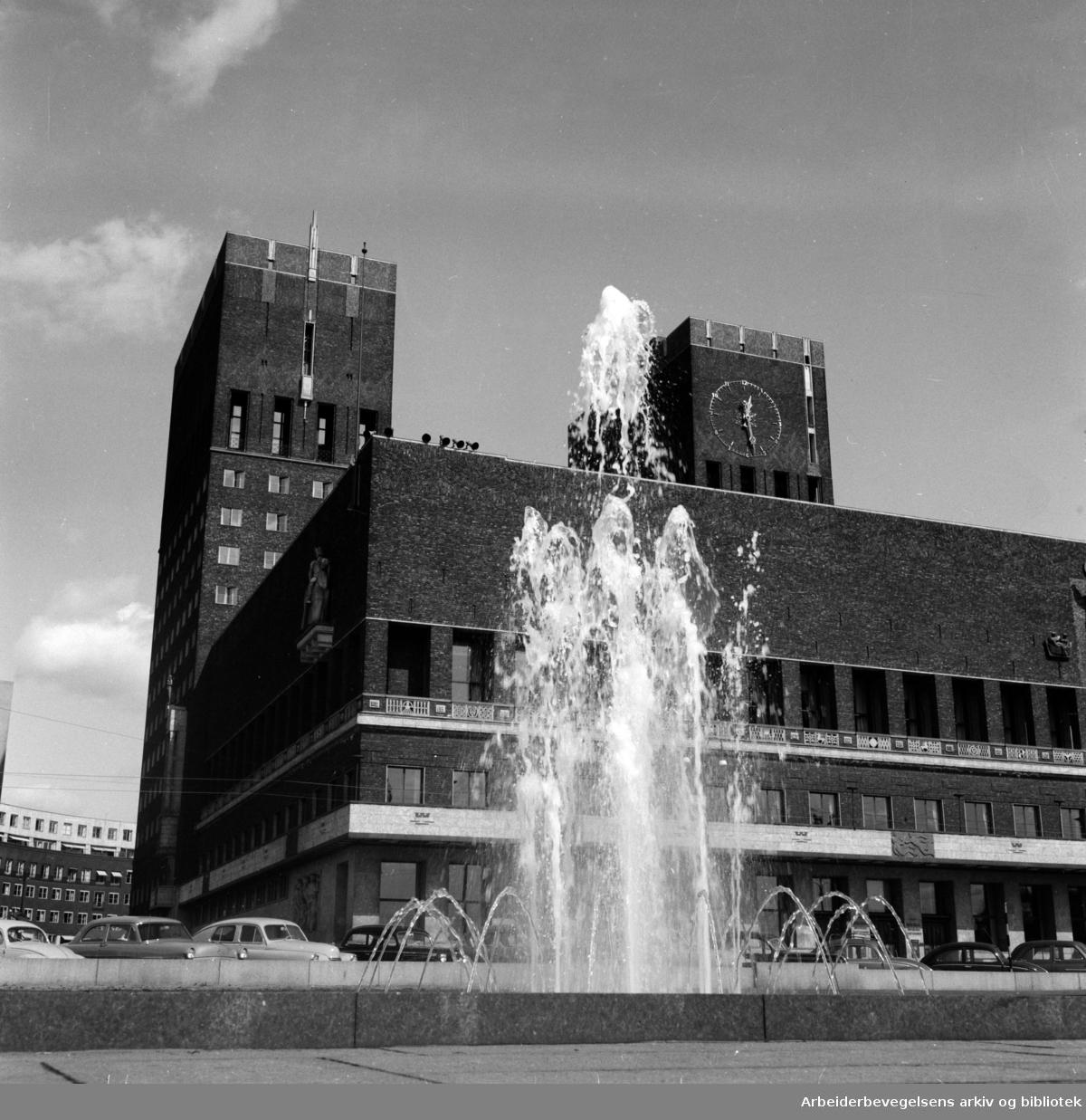 Rådhusplassen. Bassenget. Mai 1956