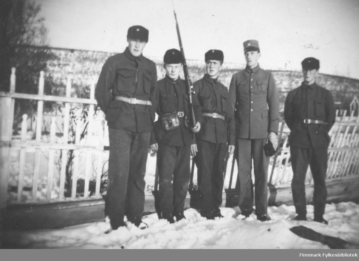 Nyborgmoen 1939. Gruppebilder av soldater i uniform. Familiealbum tilhørende familien Klemetsen. Utlånt av Trygve Klemetsen. Periode: 1930-1960.