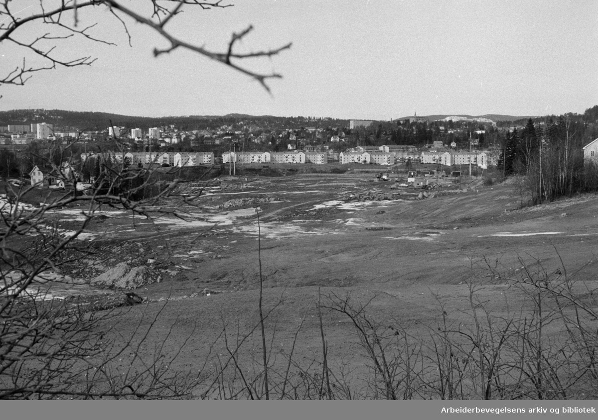 Furuset. Byggearbeidene settes i gang. Mars 1974