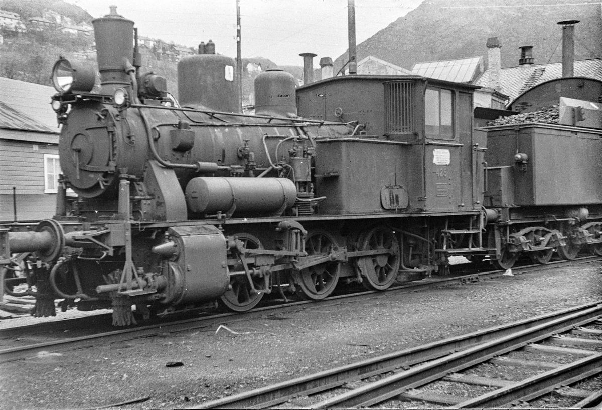 Damplokomotiv type 25d nr. 425 på Bergen stasjon.