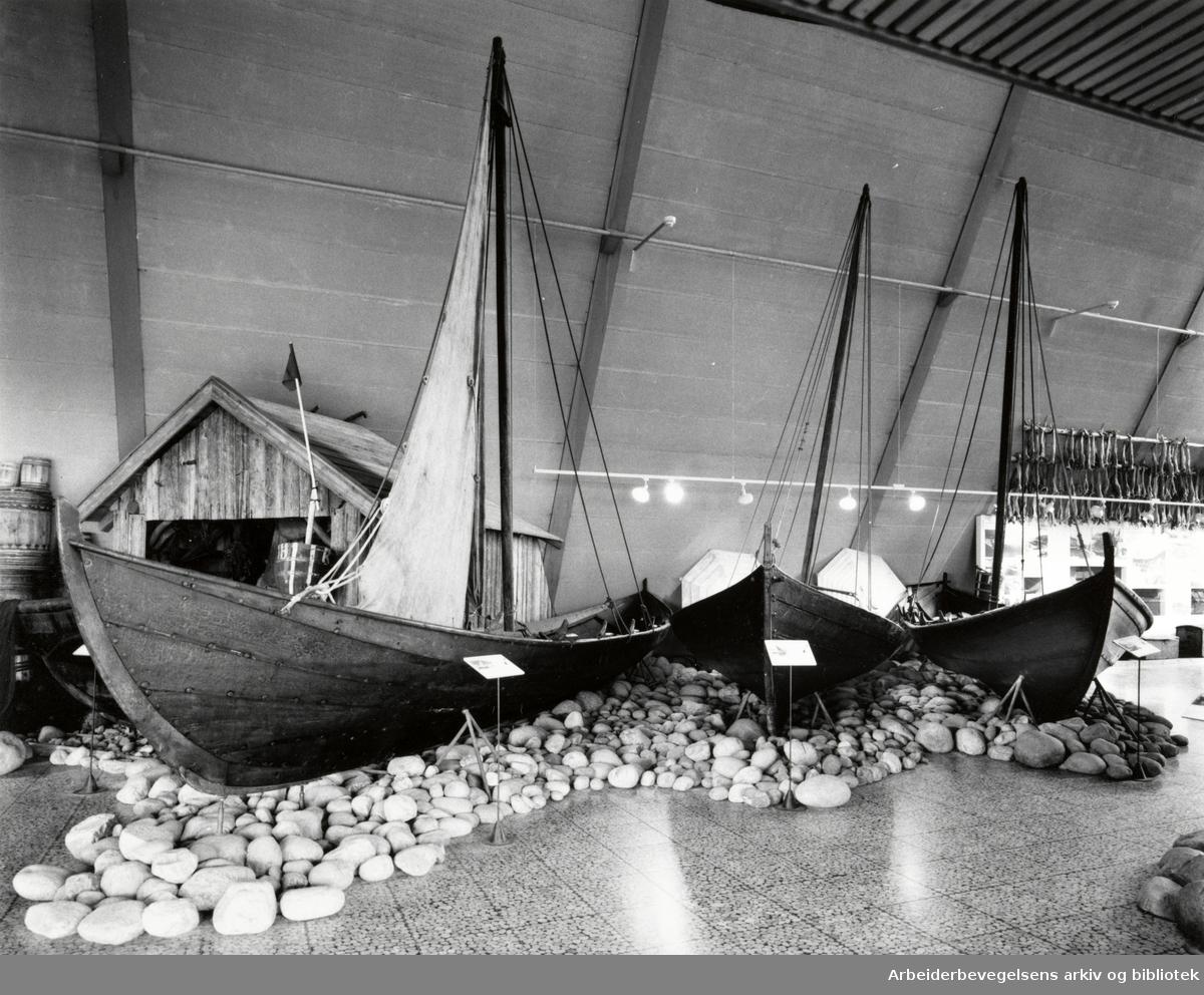 Bygdøy, Sjøfartsmuseet. Båthallen. Mai 1992