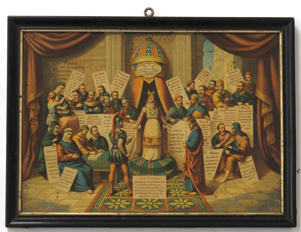 Kristi domstol. Kristus foran Kaifas  o. a. tilstedeværende med hver sin plakat,  hvorpå deres uttalelser står skrevet.