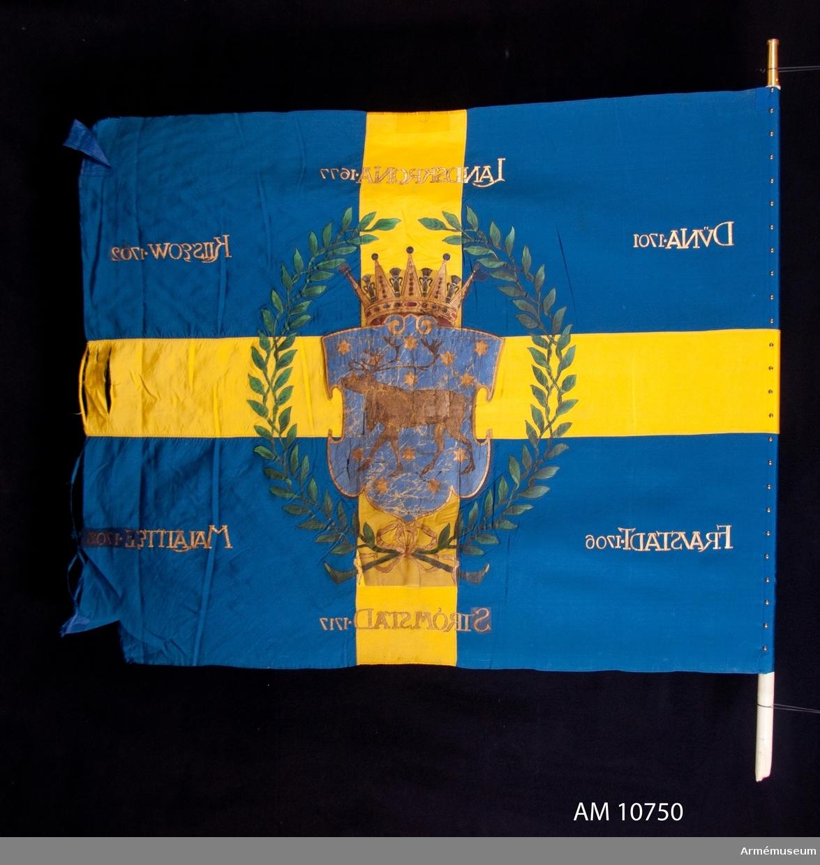 Fana Norrbottens regemente, II Bataljonen.  Grupp B. Kravatt,spets och fanfodral tillhör denna fana.