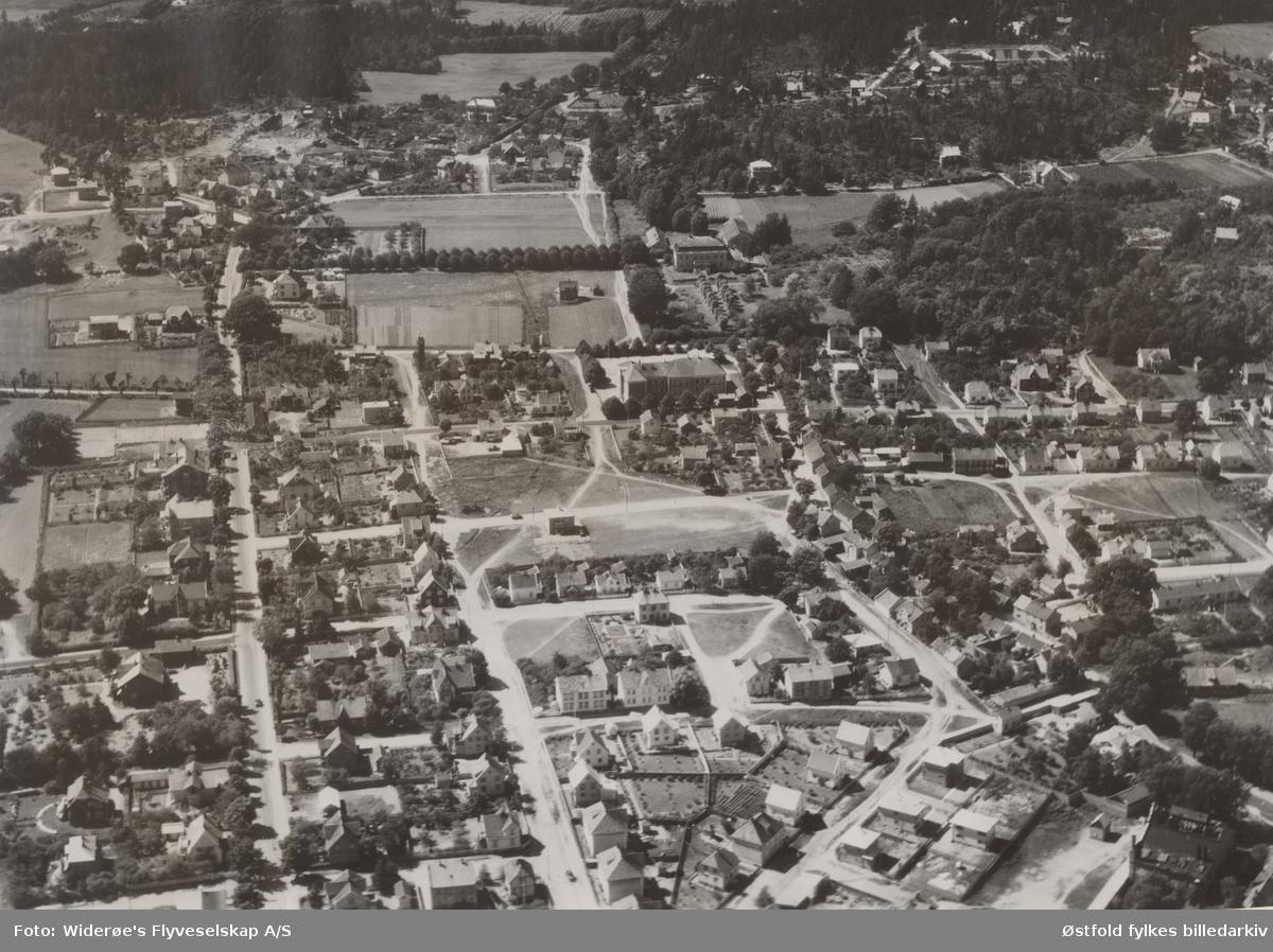 Flyfoto fra Torderød, Jeløya  Moss ca. 1938. Jeløy skole (i dag Torderød skole) og Torderød herregård.