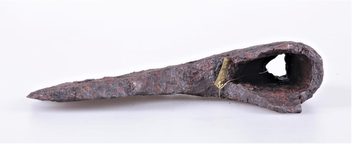 Øks av jern fra middelalder