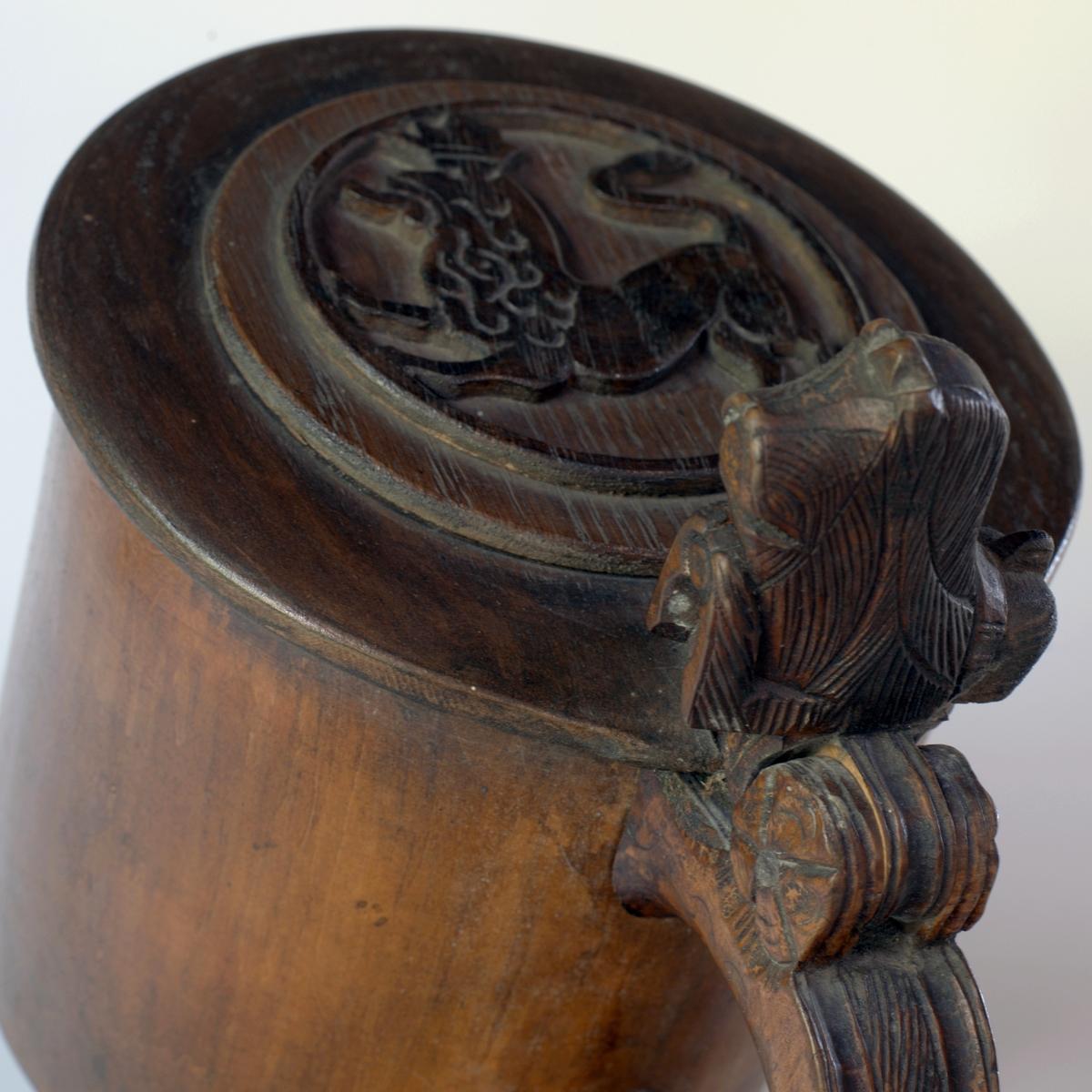 Lokk-knapp i form av løvehode