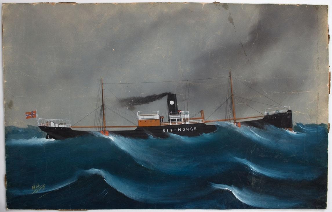 Skipsportrett av DS SIF under fart i åpen sjø. Fører skorsteinsmerke til rederiet Jacob R. Olsen samt norsk flagg i akter.