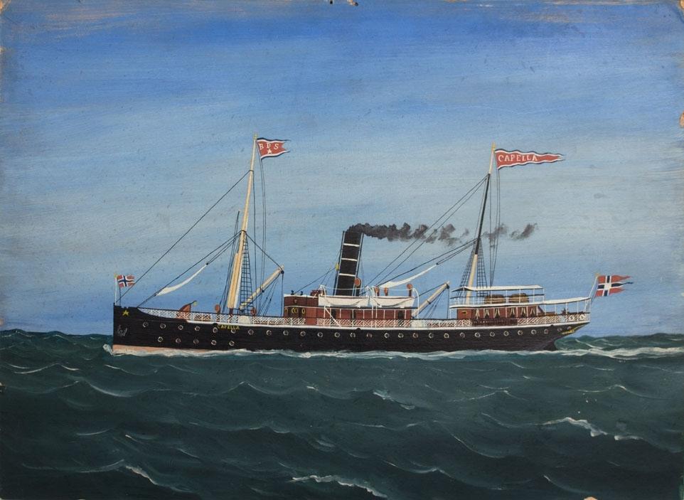 Skipsportrett av DS CAPELLA under fart. Vimpel med skipets navn på aktermasten, rederiflagg til BDS på formasten, samt splittflagg akter.