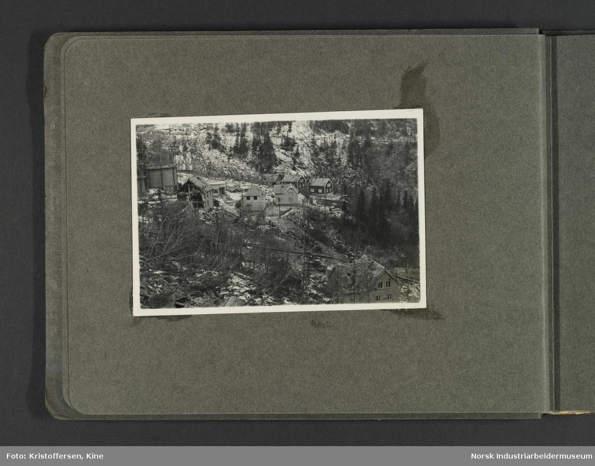 Fotografiene viser bilder av ødeleggelsene etter bombinga av Vemork 16. november 1943.