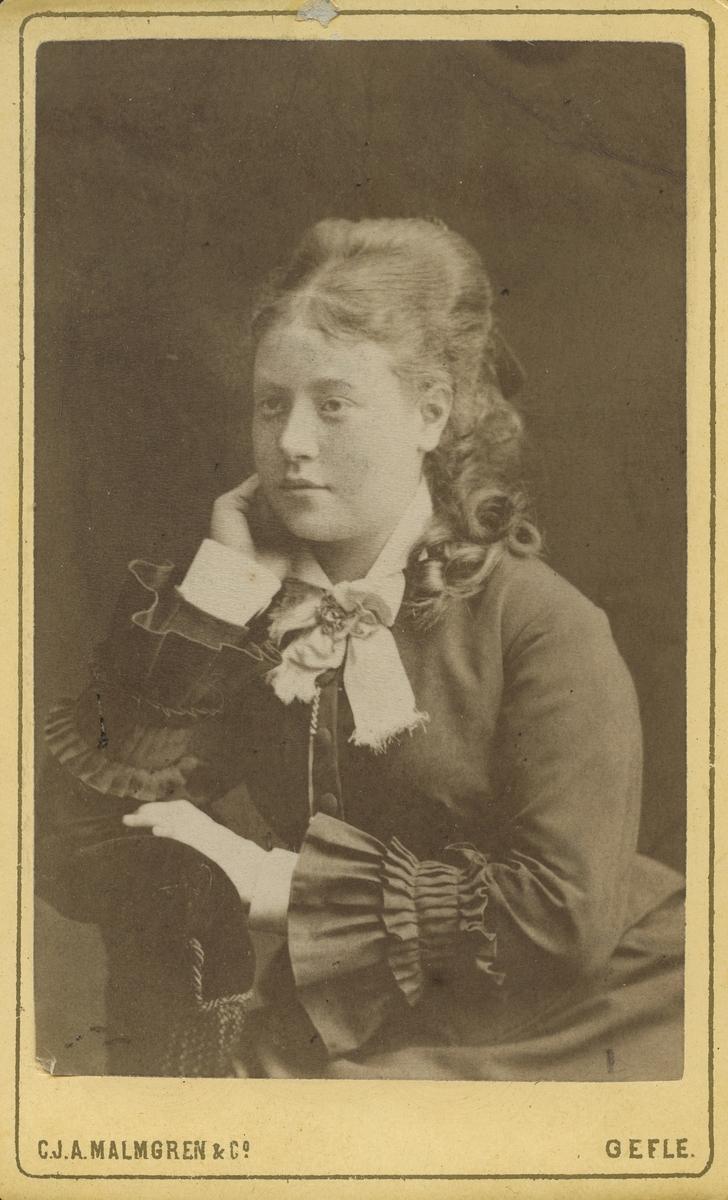 Hulda Wallberg. f. Engwall.