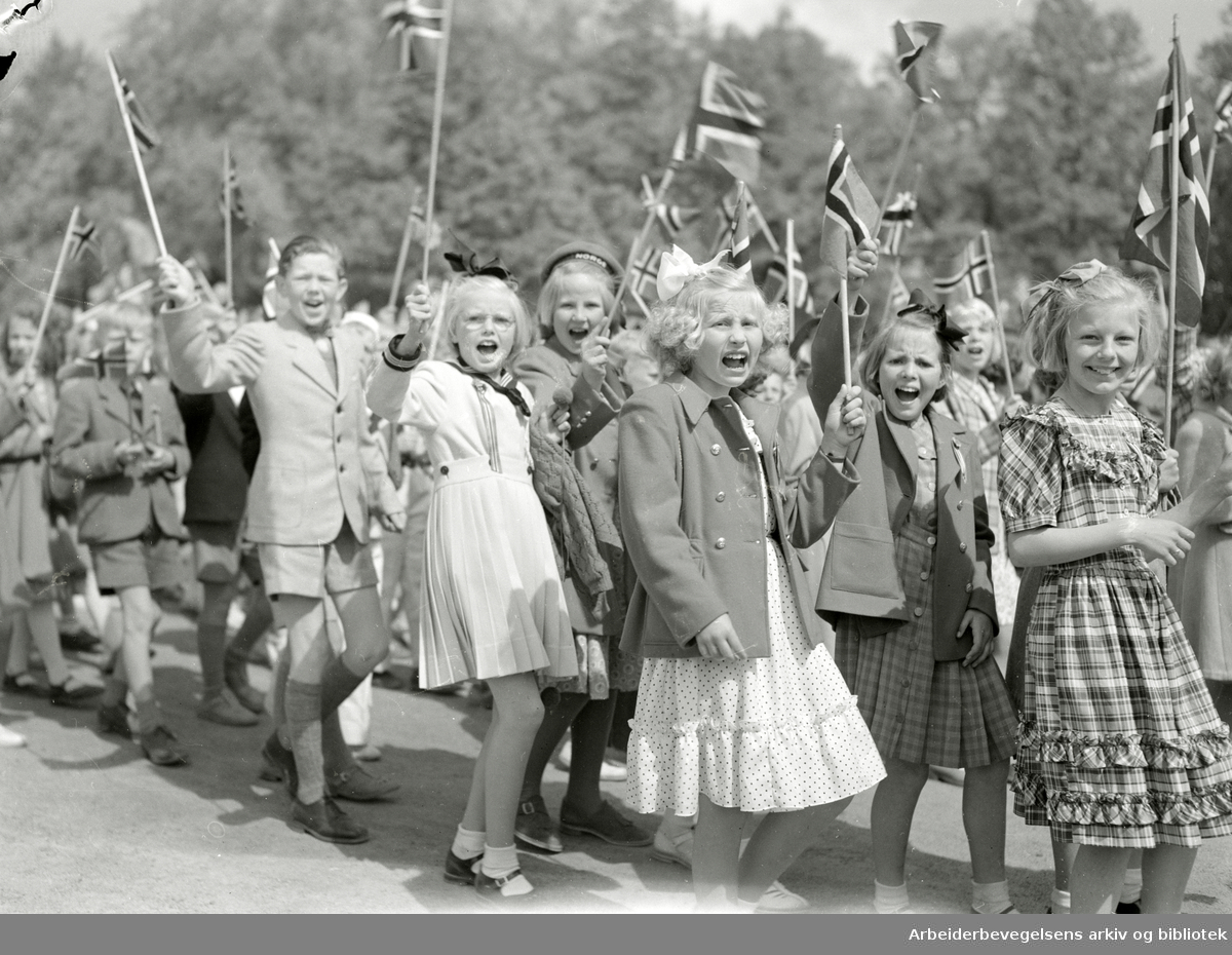 17. mai 1950. Barnetoget. Slottsplassen.