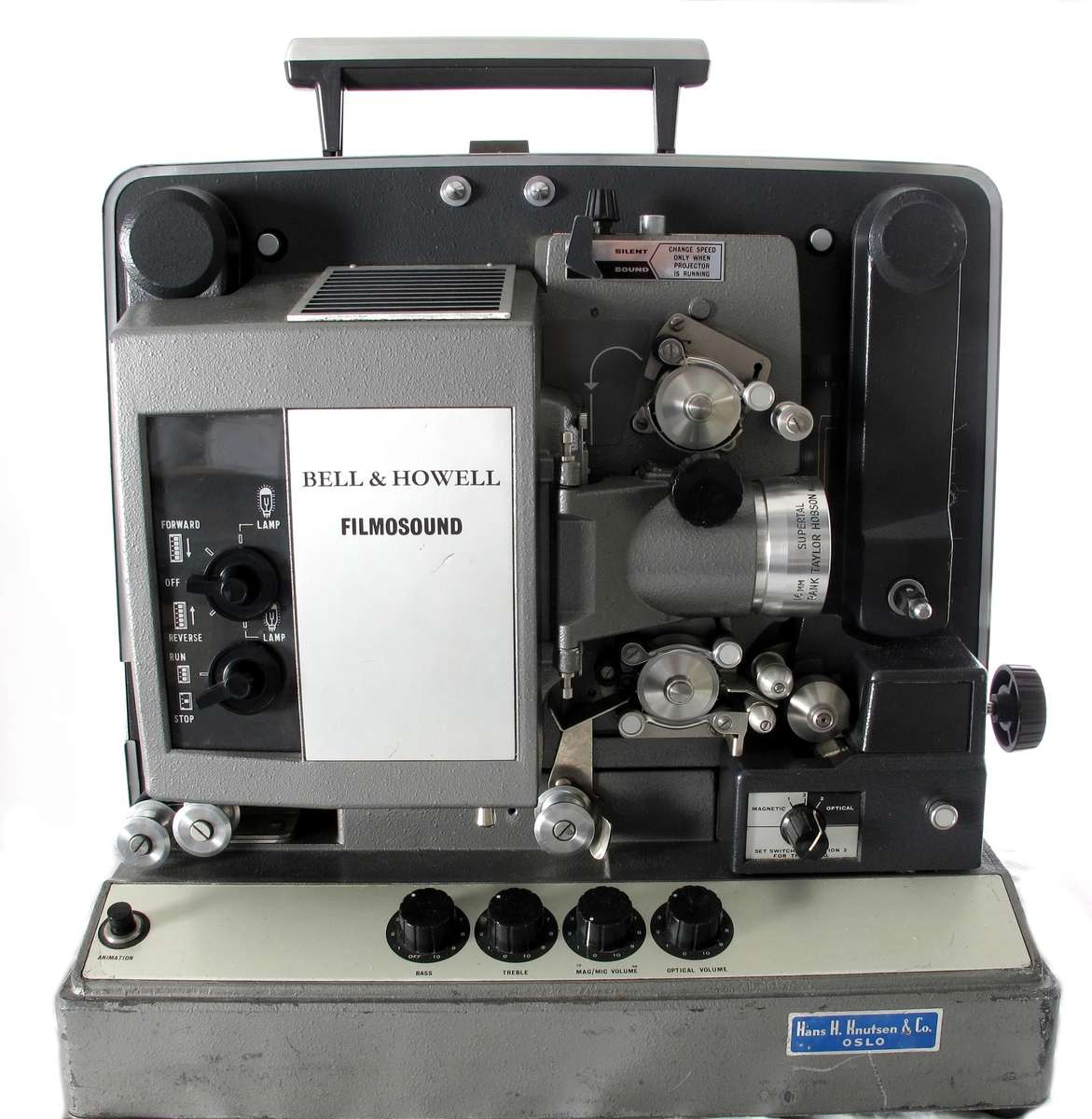 Filmfremviserapparat i koffert.