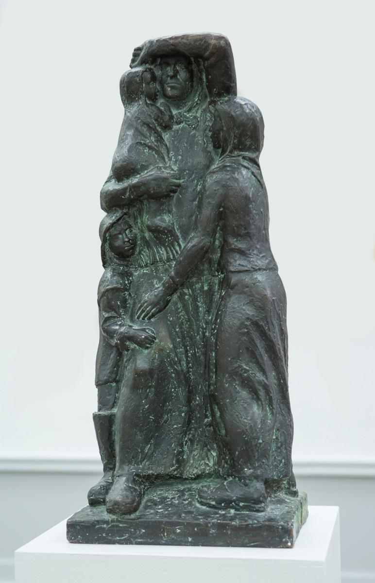 Utkast til steinmonument: Titranulykken. [Bronseskulptur]