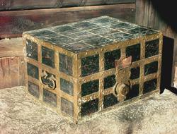 Kiste fra Borgarsyssel Museums samling  fotografert i forbin