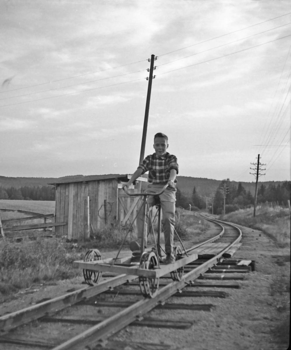 Jan Arne Berg på dresin i nærheten av Mork på Aurskog-Hølandbanen