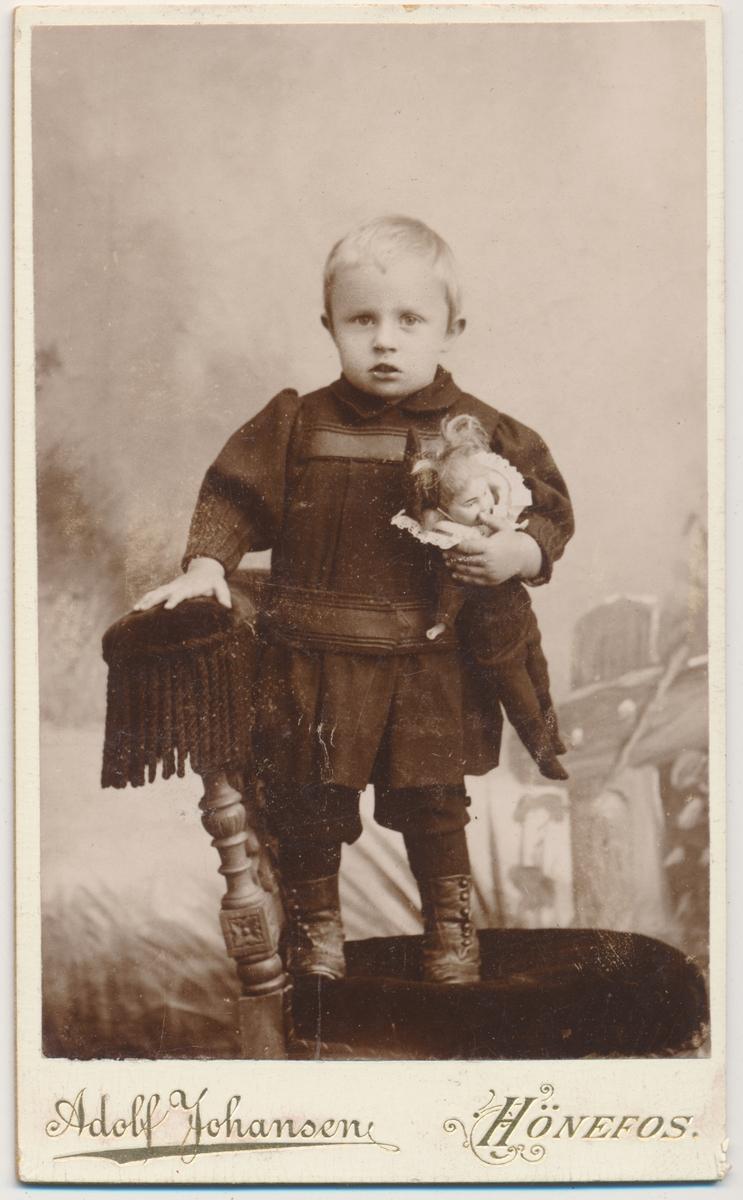 helfigur foto, barn med dukke, ukjent